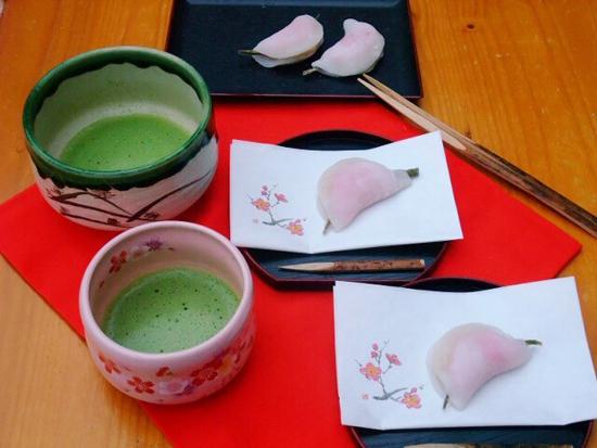 花びら餅と抹茶 出典:http://cookpad.com/
