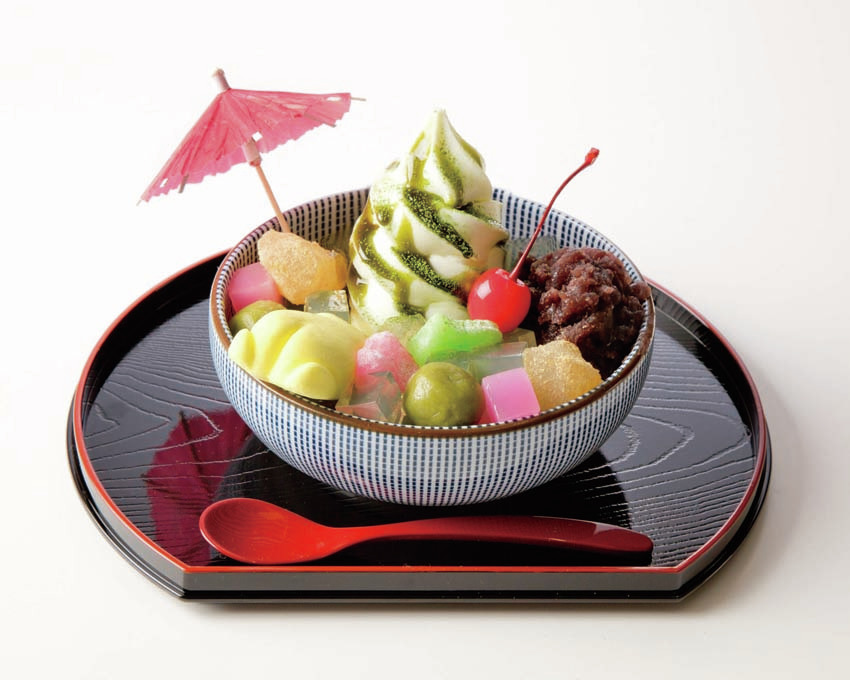 ぐでたまかふぇ京都:ぐでらっくすソフトクリームあんみつ
