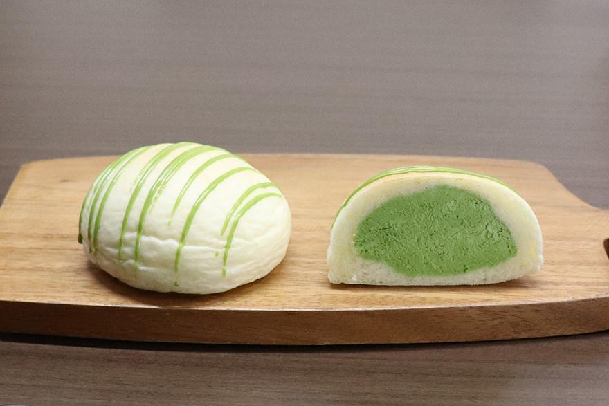 爽やかでほろ苦い抹茶の味わいを感じられる新緑のクリームパン